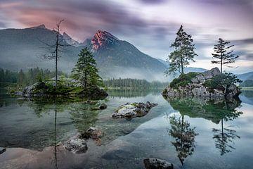 Alpenglühen am Hintersee Ramsau von Salke Hartung