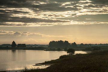 Huis aan het meer van Wim de Lange