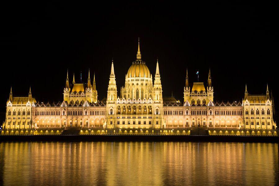 Parlementsgebouw Boedapest van Willem Vernes