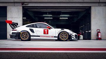 Porsche GT2 RS ClubSport in de pitlane