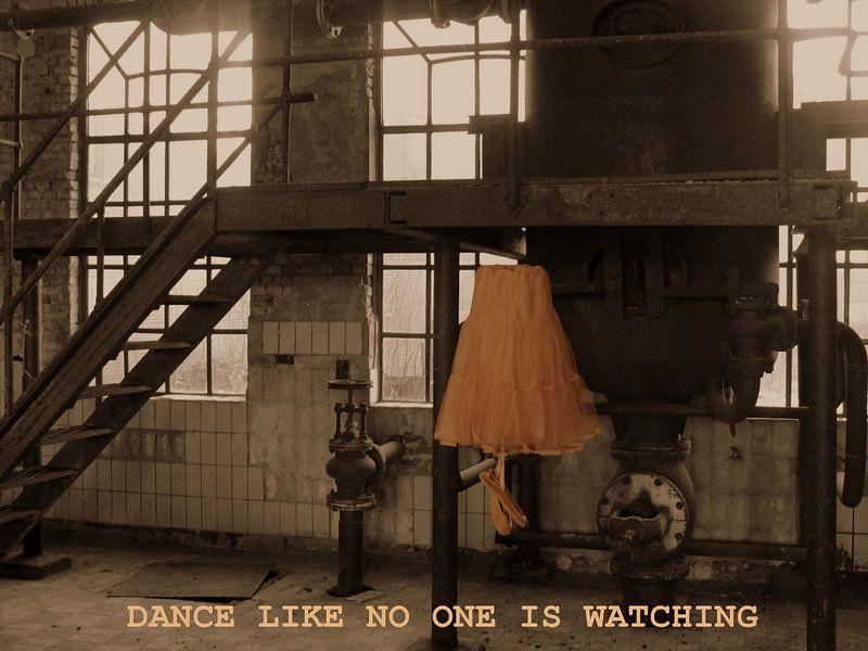 balletjurk in verlaten fabriek met tekst/ Dance like no one is watching van Tineke Bos