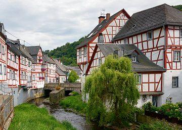 Traditioneel dorp Monreal, Eifel, Duitsland van Katho Menden
