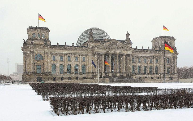 Le bâtiment du Reichstag à Berlin pendant les chutes de neige sur Frank Herrmann