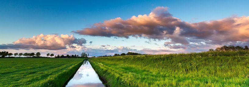 Zonsondergang bij Eemskanaal (Groningen) van Koos de Wit