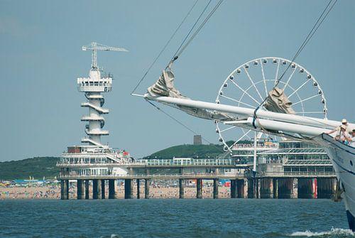 De Scheveningse Pier vanaf het water