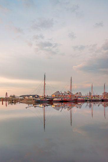 Reflectie haven Stavoren van Harrie Muis