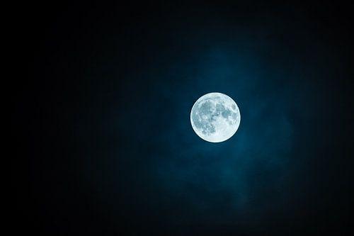 Volle Maan in de Duisternis van