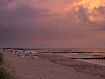 Zonsondergang op het strand van Ahrenshoop van Katrin May