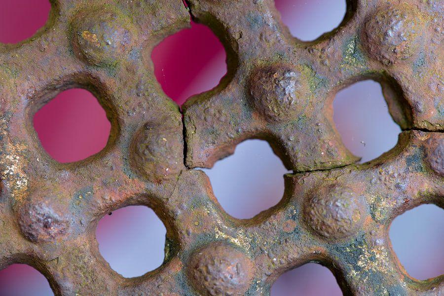 Roestig object (1) van Mark Scheper