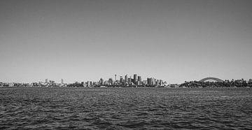 Sydney Skyline in volle breedte (zwart-wit) van Kaj Hendriks