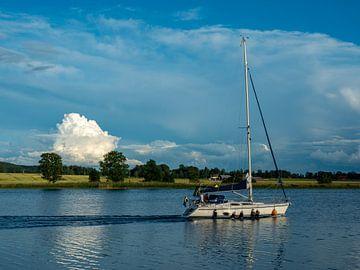 Zeilboot in Vänersborg van Bert Cornelissen
