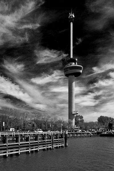 Euromast Rotterdam zwart / wit van Anton de Zeeuw