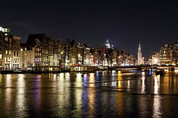 Avondfoto van Amsterdam met uitzicht op de Amstel
