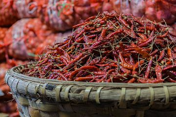 Rode peper, markt van Kyaukme, Myanmar sur Annemarie Arensen