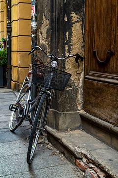Tür mit Fahrrad von Klaske Kuperus