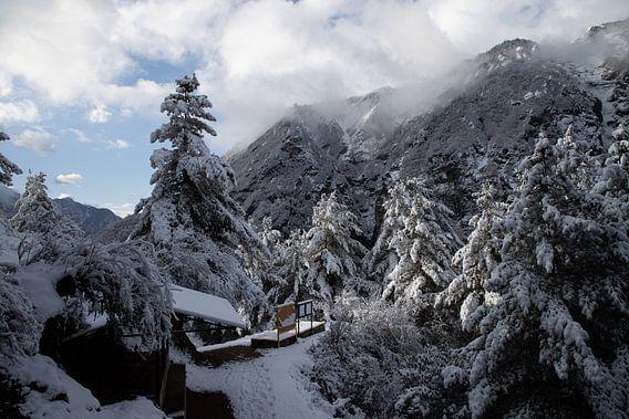 Sneeuw in Namche Bazaar.