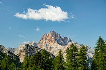 De fascinerende berg Hohe Gaisl met zijn kleuren en massieve bergwand van Leo Schindzielorz