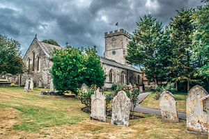 Middeleeuws Engels kerkje met kerkhof