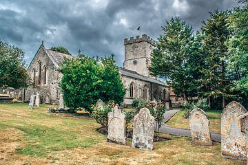 Mittelalterliche englische Kirche mit Friedhof von Rietje Bulthuis