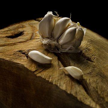 knoflook op hout van Robin Britstra
