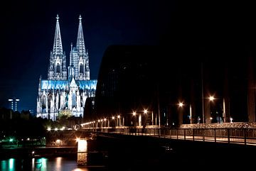 Cologne at night (3) van Norbert Sülzner