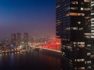 Paysage urbain de Rotterdam, rouge Erasmsubrug sur Dawid Ziolkowski
