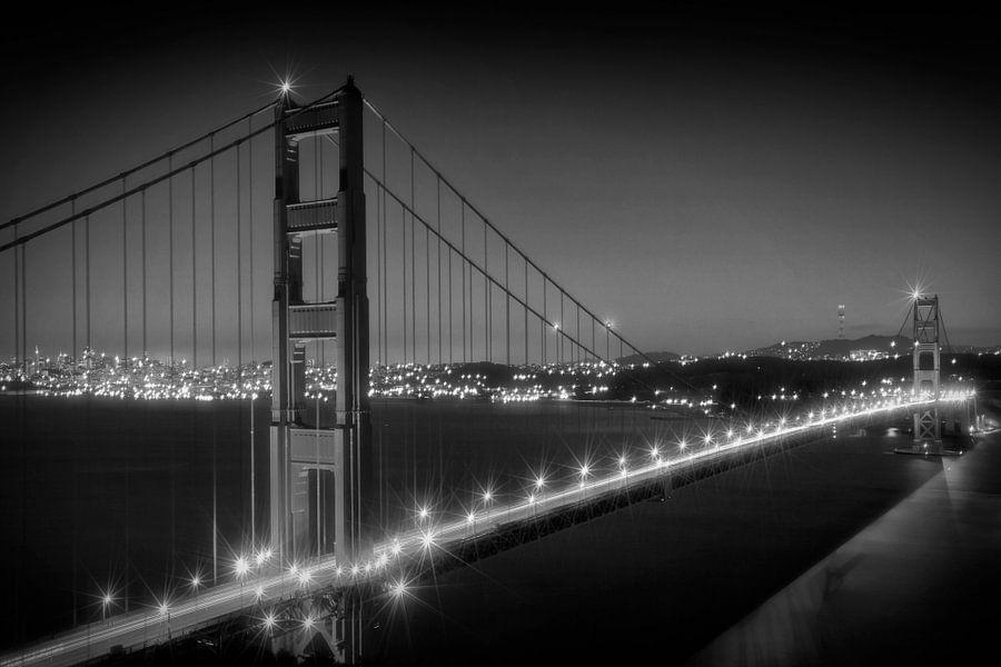 Golden Gate Bridge am Abend | Monochrom  von Melanie Viola