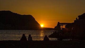 Zonsondergang aan het strand van Benirrás van Alexander Wolff