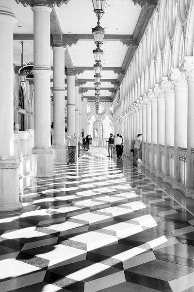 Architectuur hotel Venetian Las Vegas in zwartwit. Hotel Venetian las Vegas in black ans white van Marianne van der Zee