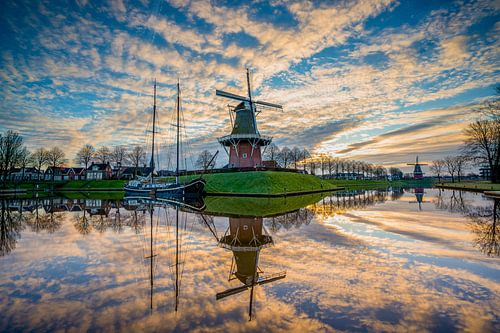 Windmolen Zeldenrust in Dokkum tijdens zonsopkomst