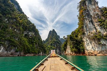 Prachtige bergen in Khao Sok National Park (Thailand) van Martijn Mureau