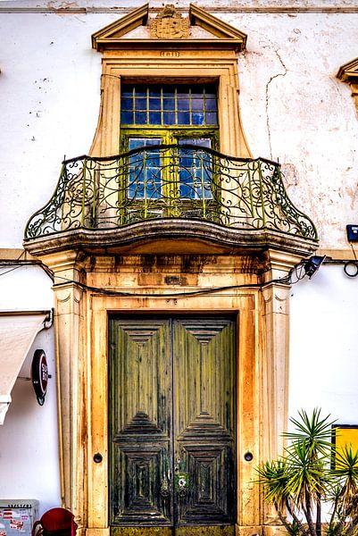 Altes Haus mit Balkon von Fred Leeflang