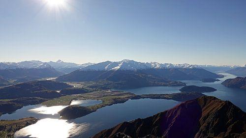 Schitterend uitzicht vanaf de top van Roys Peak over lake Wanaka in Nieuw Zeeland van