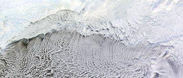 Wolkenstraten over de Beringzee van