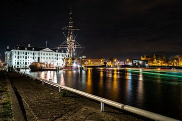 Verlicht Amsterdam in de avond van Fotografiecor .nl