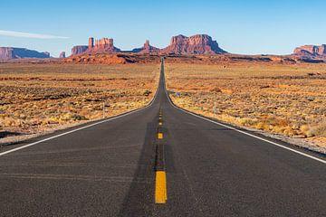 LP 71316934 De weg die leidt naar Monument Valley Navajo Tribal Park op de grens tussen Arizona en U van BeeldigBeeld Food & Lifestyle