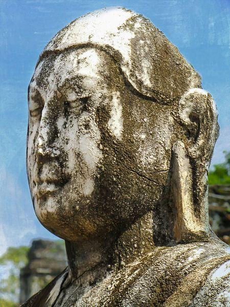 Verweerd marmeren Boeddha beeld, Sri Lanka van Rietje Bulthuis