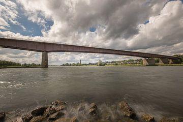 Rijnbrug Rhenen-Kesteren met zicht op de Cuneratoren van Rhenen van Moetwil en van Dijk - Fotografie