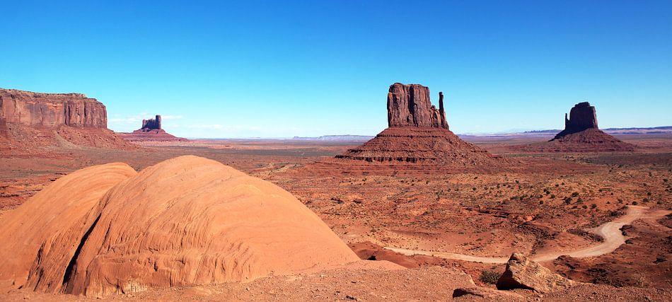 Monument valley panorama van Fotografie Egmond
