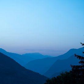 Morgenlicht in den Bergen bei Chamonix, Frankreich. von Christa Stroo fotografie
