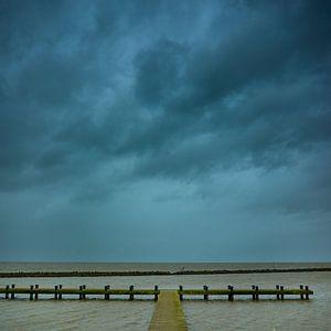 Storm boven het Markermeer van Jenco van Zalk