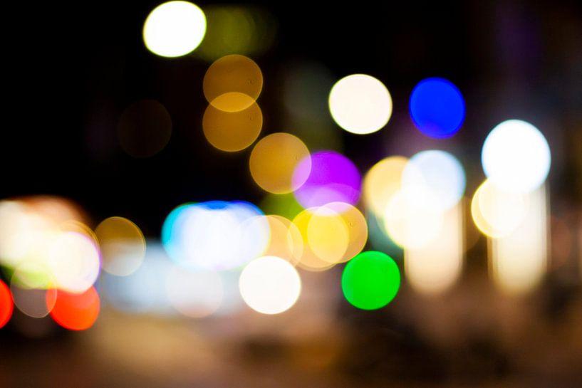 Abstract straatbeeld in de avond 3/4 van Mario Verkerk