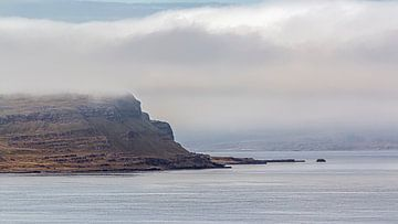 Island Küste im Nebel von Thomas Heitz