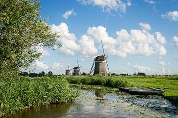 De Molendriegang van Leidschendam en roeibootjes onder Hollandse wolken van