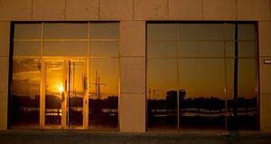 NDSM-werf haven   Zonsondergang lichtweerkaatsing van