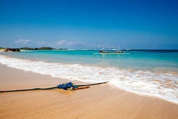 Rustgevend strand op Bali Indonesië