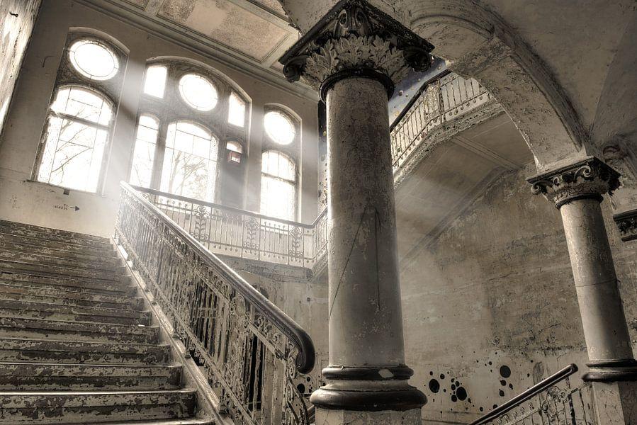 White stairs van Ion Chih