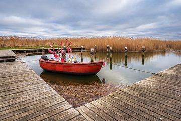 Bateau de pêche dans le port d'Althagen sur Fischland-Darß
