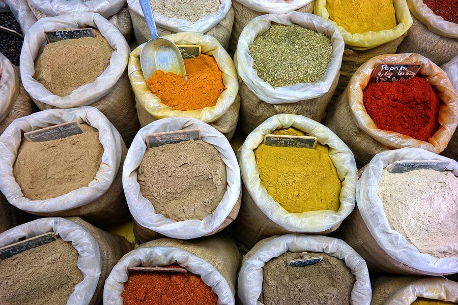 Kleurrijke specerijen van R. de Jong