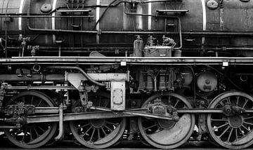 Oude stoomlocomotief wielen in zwart-wit van Sjoerd van der Wal